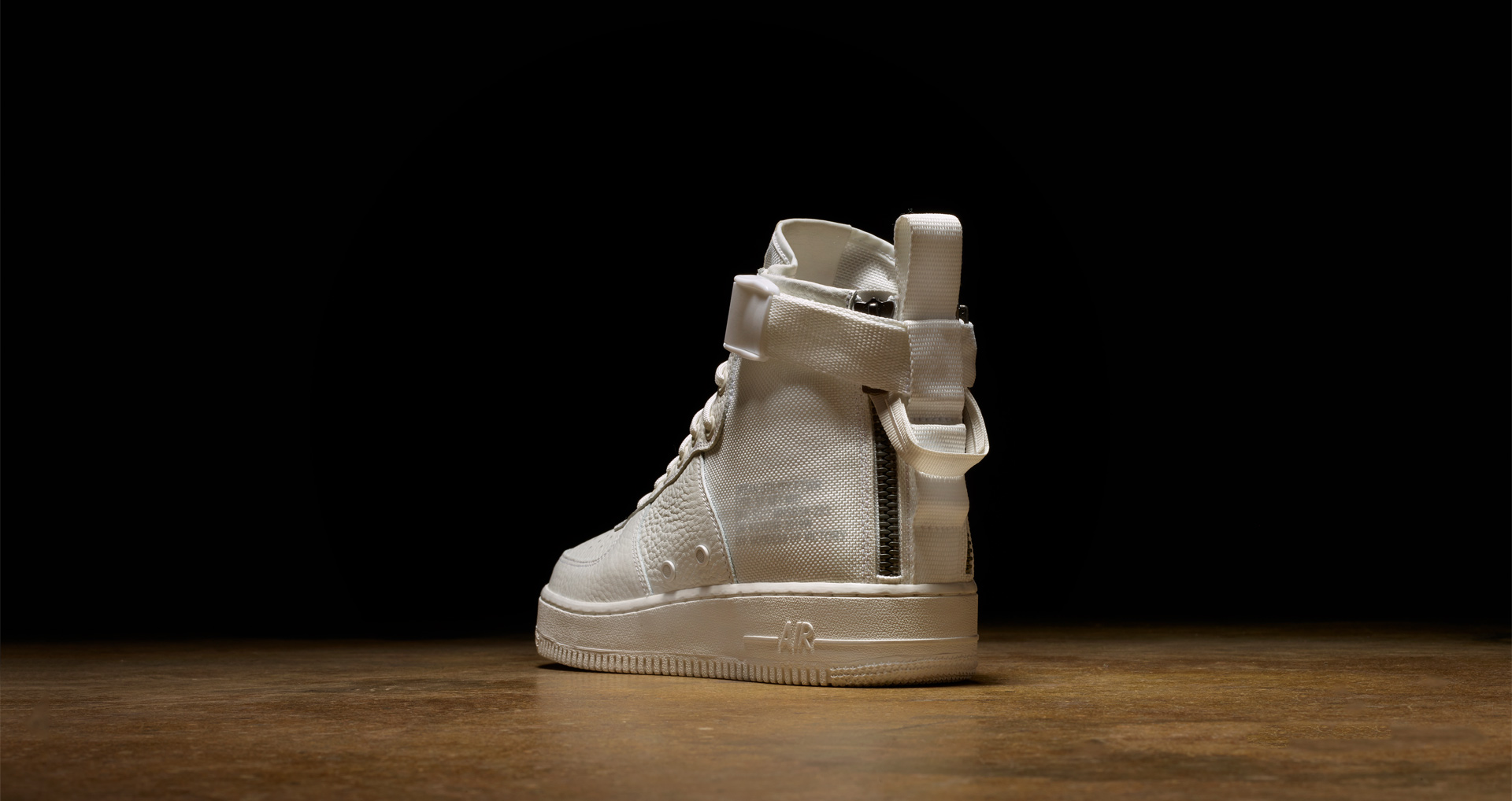 nike-special-field-air-force-1-mid-triple-ivory-1