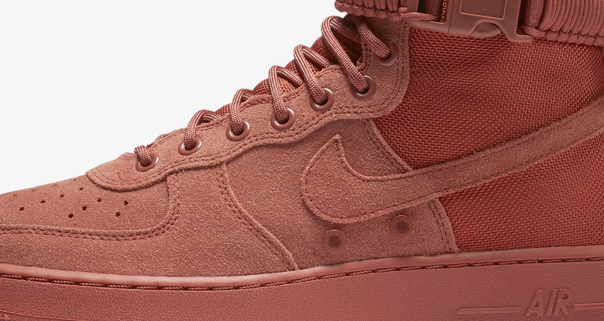 01-nike-sf-af1-hi-dusty-peach-864024-204