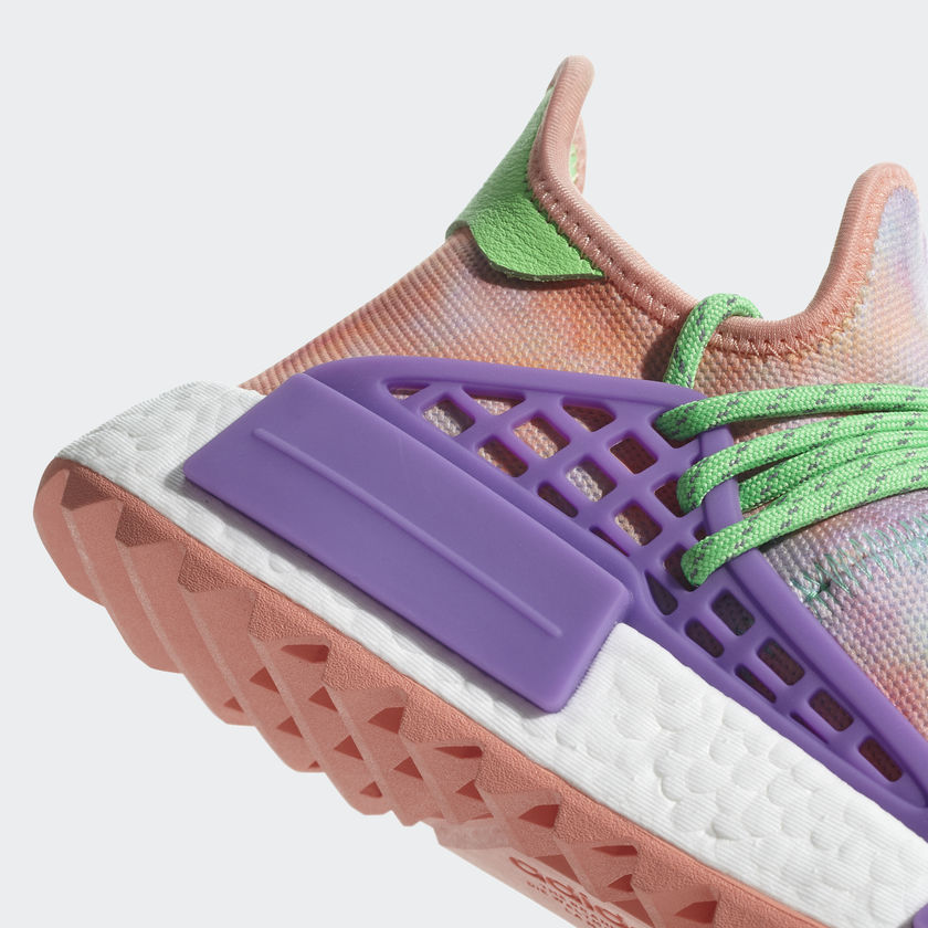10-adidas-pharrell-williams-nmd-hu-holi-trail-chalk-coral-ac7034