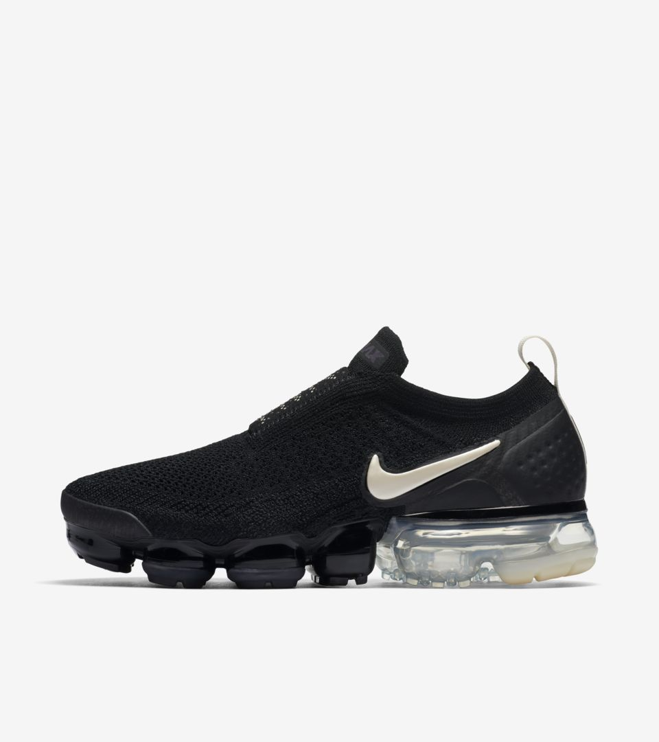 01-nike-womens-vapormax-moc-2-black-light-cream-aj6599-002