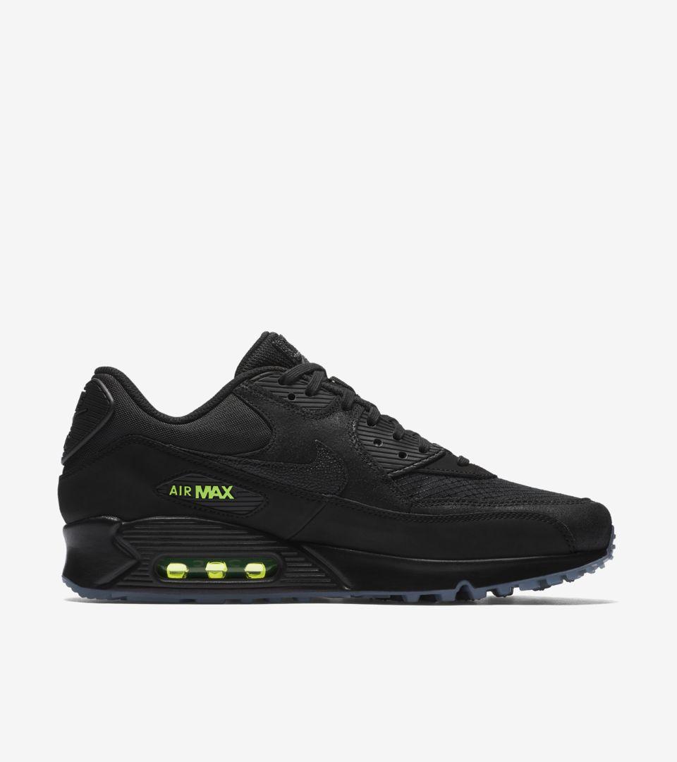 02-nike-air-max-90-black-volt-aq6101-001