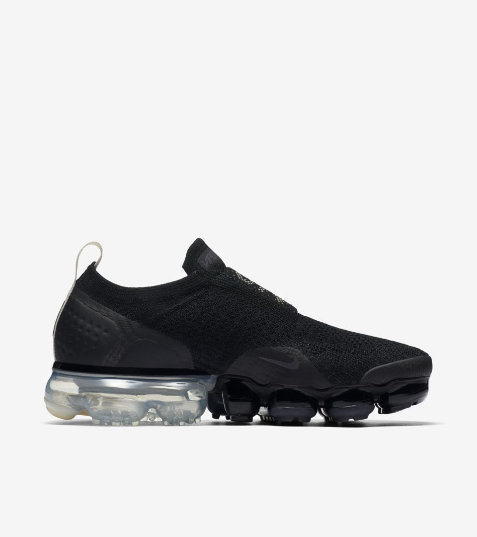 02-nike-womens-vapormax-moc-2-black-light-cream-aj6599-002
