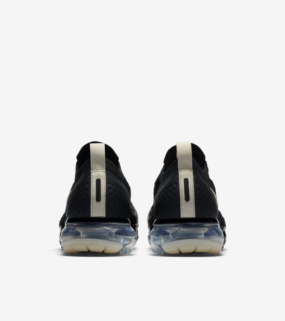 05-nike-womens-vapormax-moc-2-black-light-cream-aj6599-002