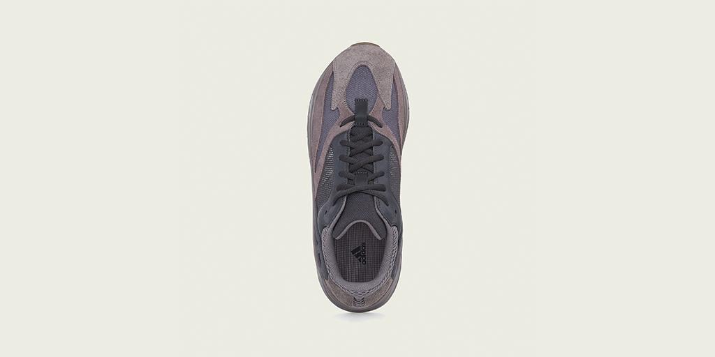 03-adidas-yeezy-boost-700-mauve-ee9614