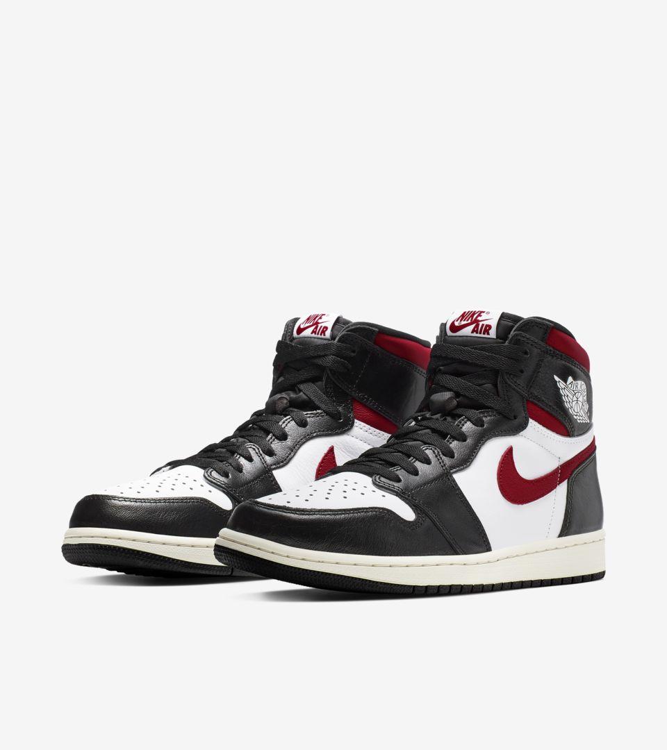 01-air-jordan-1-high-og-black-gym-red-555088-061