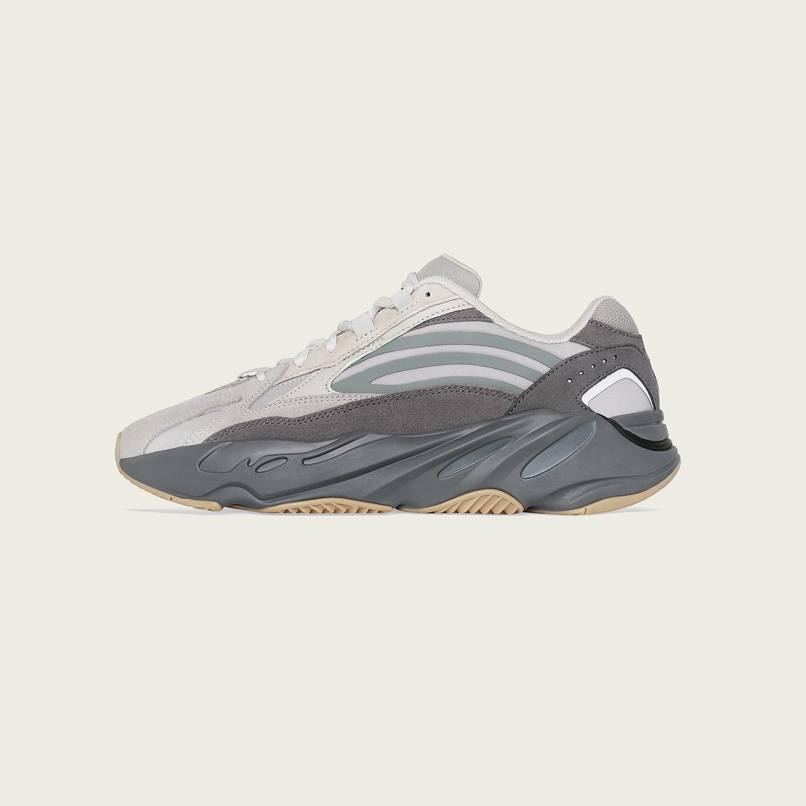 02-adidas-yeezy-boost-700-v2-tephra-fu7914
