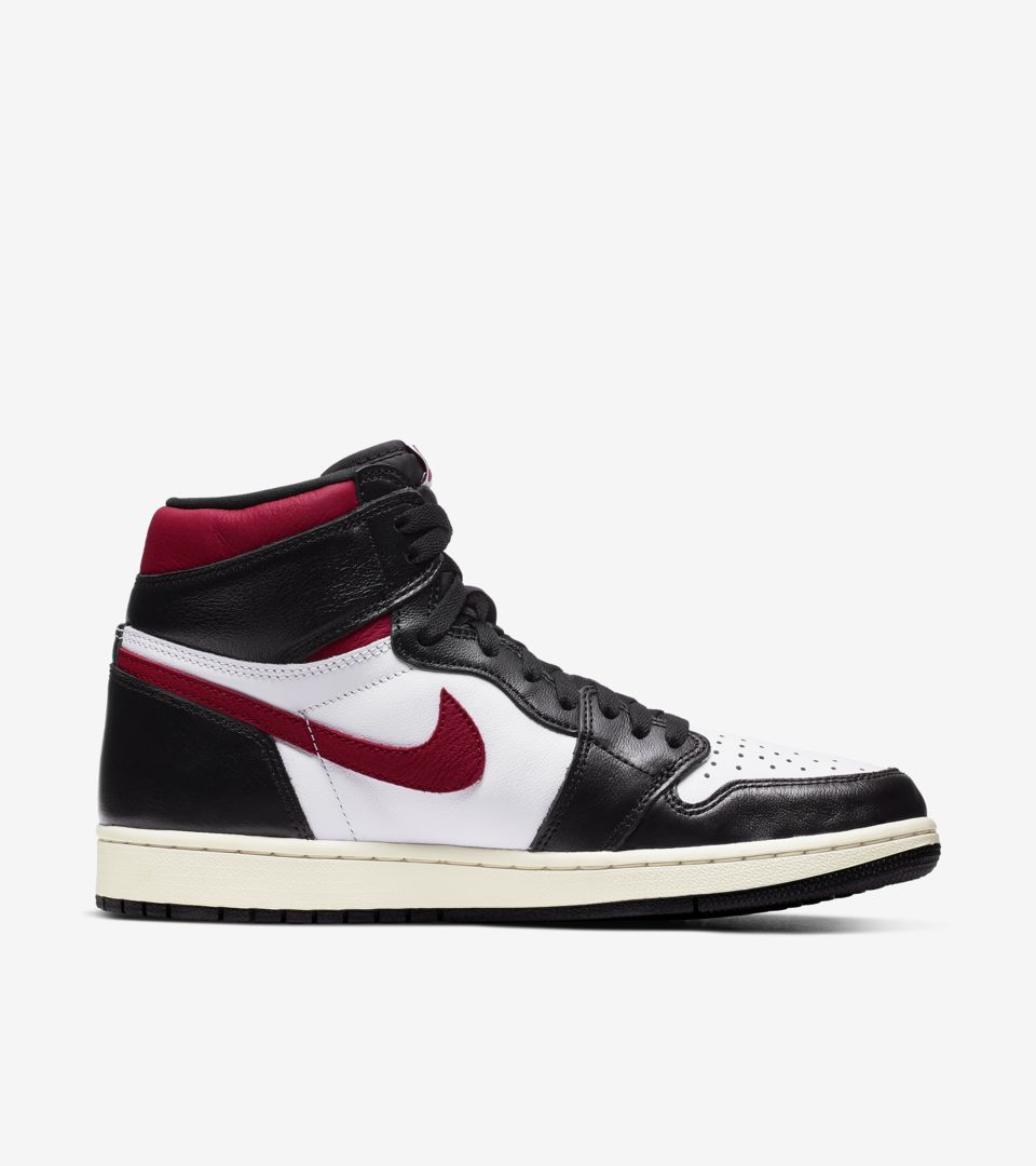 03-air-jordan-1-high-og-black-gym-red-555088-061