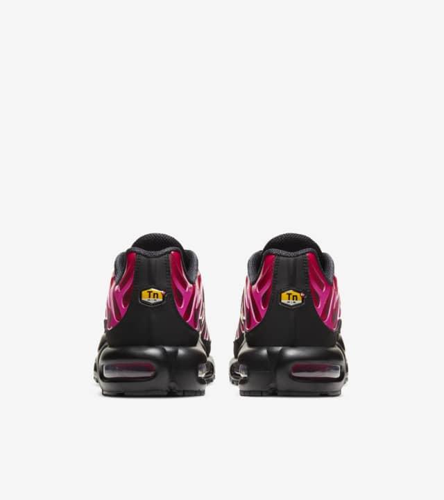 05-nike-air-max-plus-supreme-fire-pink-da1472-600